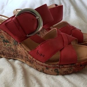 NWOT Women's Sz 7 BOC Red Floral Wedge Sandals